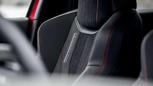 PEUGEOT 308 GTi by PEUGEOT SPORT - Leather seats