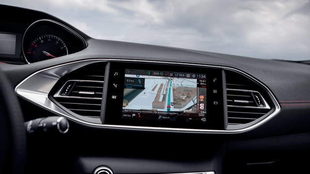 PEUGEOT 308 GTi by PEUGEOT SPORT- touch-screen and 3D navigation