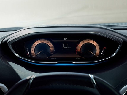 New PEUGEOT 5008 SUV: Modernised Peugeot i-Cockpit® with compact steering wheel, new head-up instrument panel and capacitive touchscreen