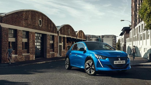 NEW PEUGEOT e-208  – Distinctive and sporty shape
