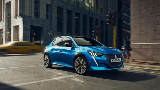 NEW PEUGEOT e-208 - Low shape with new front end