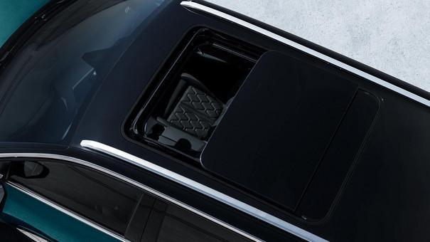 PEUGEOT 5008 SUV:広大なパノラミックサンルーフ